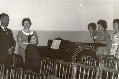 Wizyta biskupa Geralda Kennedyego w Metodystycznym Domu Dziecka w Klarysewie (sierpien 1961 źródło: (źródło: Kościół Ewangelicko-Metodystyczny)