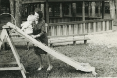 Plac zabaw przy Domu Dziecka w Klarysewie (1971 r - zbiory Jacka Staniszewskiego)