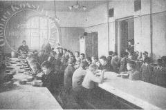Stołówka w Metodystycznym Domu Dziecka w Klarysewie (1922 r - zbiory Adama Zyszczyka)