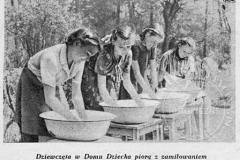 Wychowanki Domu Dziecka Robotniczego Towarzystwa Przyjaciół Dzieci - 1949 r (zbiory Małgorzaty Szturomskiej)