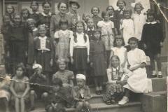 Kolonie w willi Corso dla dzieci Rodziny Wojskowej (lato 1939 r, źródło: Fotopolska)