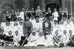 Komunia w kościele w Mirkowie (1937 - zbiory Macieja Łaby)