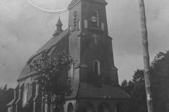 Kościół w Konstancinie (lata 30-te XX wieku, zbiory A. Zyszczyka)
