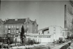widok na papiernię od strony kina Mirków (lata 60-80) - źródło penetratorscavengerteam.blogspot.com