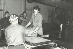 WZP - produkcja papieru czerpanego (lata 70te) - źródło penetratorscavengerteam.blogspot.com