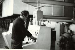 WZP - sterownia maszyny papierniczej (lata 70te) - źródło penetratorscavengerteam.blogspot.com