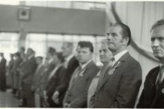 Wręczenie orderu (pracy?) załodze papierni (lata 70-80) - źródło penetratorscavengerteam.blogspot.com