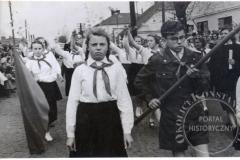 Pochód w Jeziornie (zbiory Zdzisławy Kłoszewskiej) Lata 50-60 XX w.