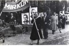 Pochód w  Konstancinie (zbiory Zdzisławy Kłoszewskiej) Lata 50-60 XX w.