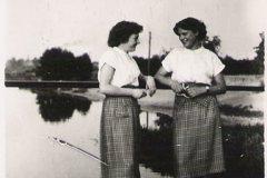 Widok na Jeziorkę i plażę z mostku w parku, Konstancin, lata 50-te XX wieku (zbiory A.Zyszczyka)