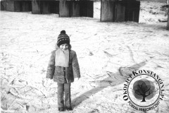 Zamarznięta Jeziorka przy imberfalu w Jeziornie, lata 70-80te XX wieku (zbiory Andrzeja Makulskiego)