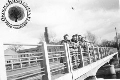 most w Jeziornie, 1952 r. (zbiory Małgorzaty Szturomskiej)