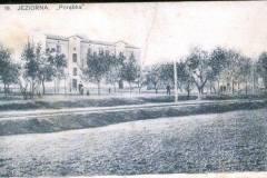 1910. Bocznica kolejowa prowadząca do Papierni, obecnie ul. Mirkowska. Zb. A. Zyszczyka.