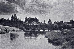 1944 r, kolejka wjeżdża do Konstancina. Zb. M. Szturomska.