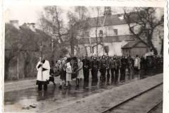lata sześćdziesiąte, pogrzeb w Powsinie, zb. OSP Jeziorna.