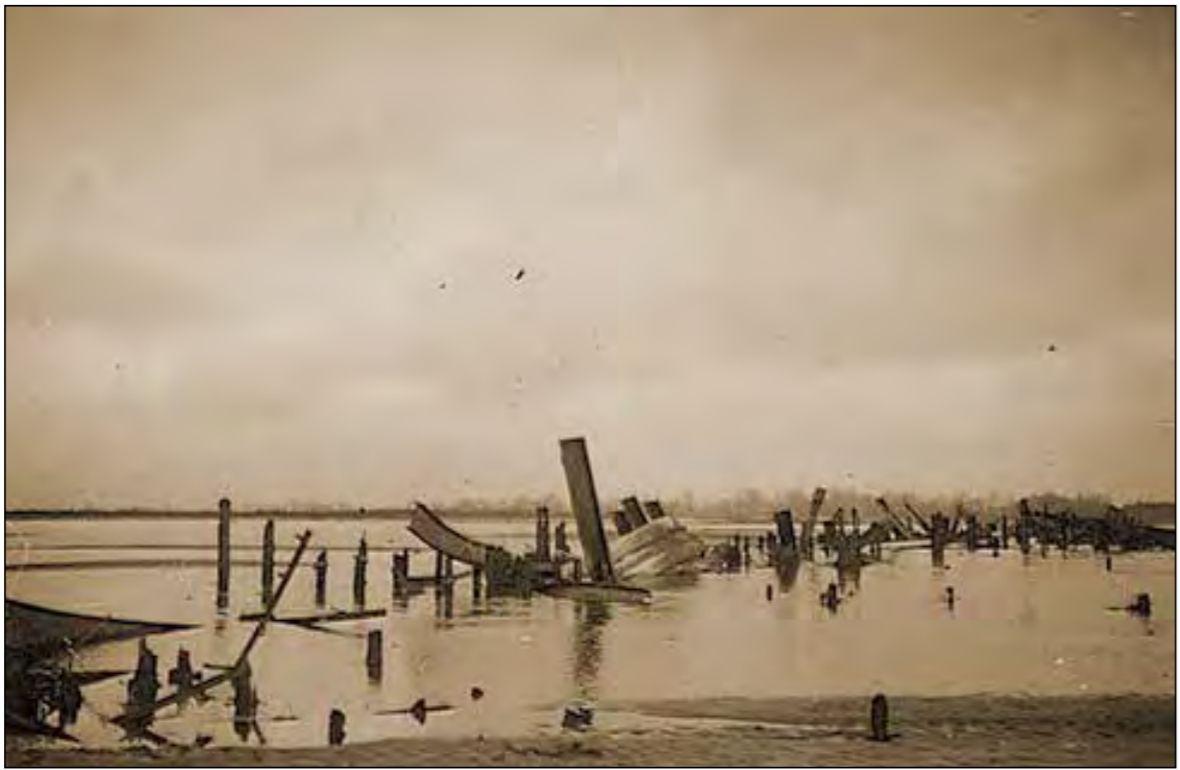 Pozostałości mostu we wrześniu 1939 roku,