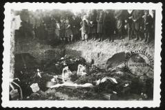 Pogrzeb Powstańców Warszawskich w Powsinie 28 marca 1945 r.