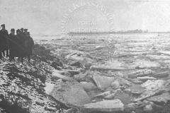Widok Wisły pod Bielanami w najkrytyczniejszym dniu tworzenia się zatorów (Tygodnik Ilustrowany 25.11.1928 - ze zbiorów Adama Zyszczyka)
