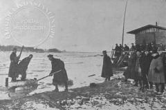oddziały saperskie przy pracy u ujścia łachy wilanowskiej do Wisły (Tygodnik Ilustrowany 25.11.1928 - ze zbiorów Adama Zyszczyka)