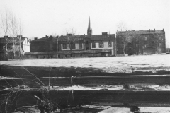 Wylanie Jeziorki w marcu 1947 r na terenie Mirkowa (Narodowe Archiwum Cyfrowe)