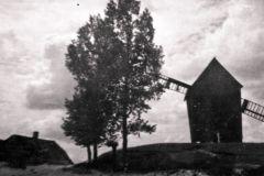 Wiatrak przy czerskim cmentarzu, lata trzydzieste (za ks. Nadwiślańskie Urzecze)