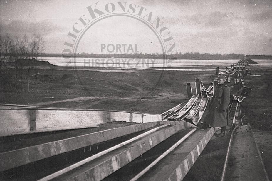 """Zniszczony most Ciszyca-Świdry Małe, 1939 r., za książką """"Na Łurzycu"""", zb. M. Żebrowskiego"""