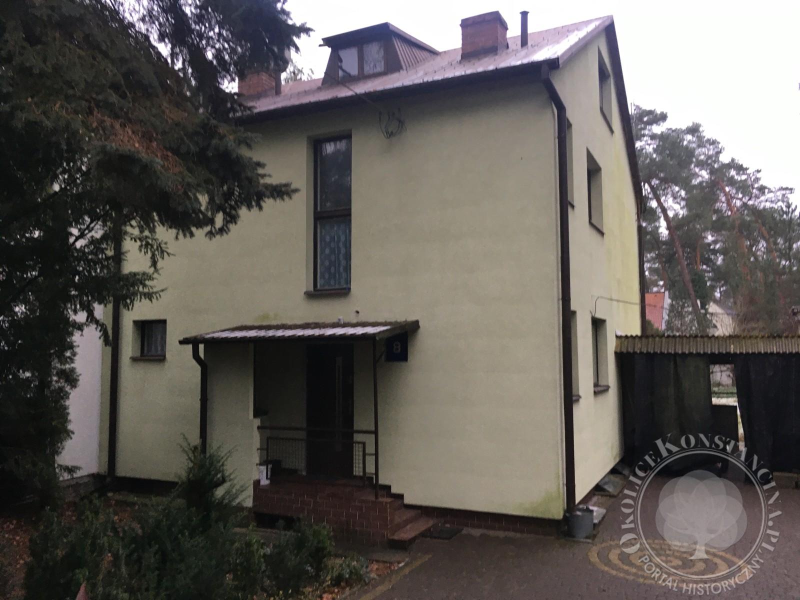 Północno-wschodnia fasada domu dr Bernsteina po nieudanej przebudowie-ul.Jasiowa 8 (fot. A.Zyszczyk)